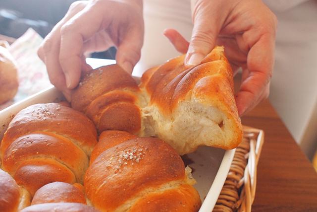 ホーロー容器の性能を最大限生かした『ホーローde塩バターパン』の作り方を開発