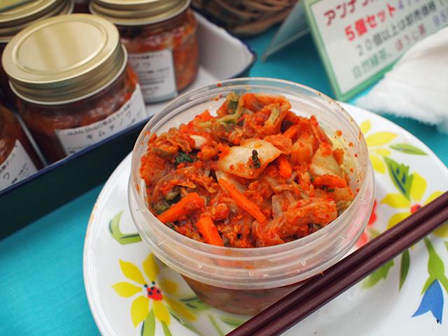 熊本県から「アンナプルナ農園」は、キムチやお茶など、味わい深いオリジナル商品がずらり。
