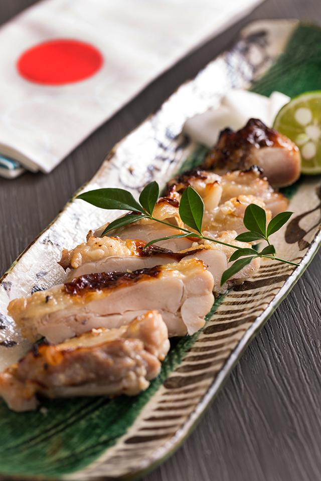 鶏の塩麹と昆布 漬け焼780円(税別)