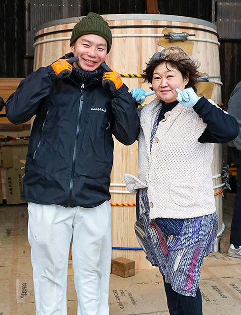 足立さん(左)と「おかんの糀」小林よしみさん(右)