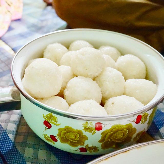 インドネシアの羊羹⁉麹で作る発酵スイーツ「タペクタン(tape ketan)」│諸国菌食紀行