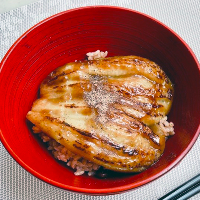 【土用丑の日】うなぎ風ナスの発酵かば焼き丼│魚風味を出す隠し味は、あの発酵調味料だった!