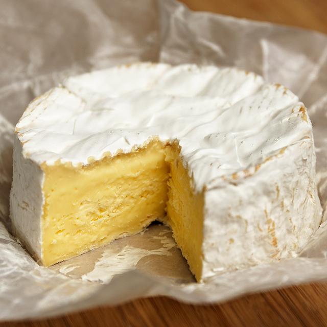 カマンベールチーズの歴史・作り方・健康作用から、食べ方・食べ頃・保存法・マリアージュまで