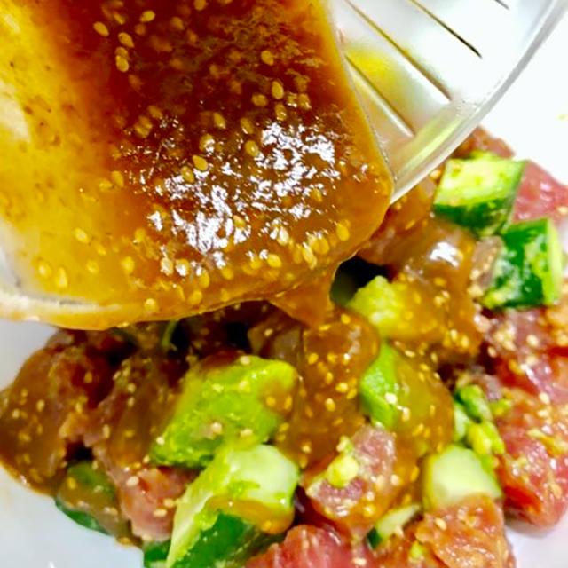 醤油麹で作るとこんなにウマい!『マグロとアボカドのポキ丼』│発酵ハワイアンレシピ