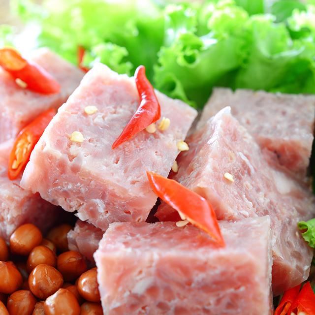 発酵通信inベトナム【おつまみの定番、酸っぱい豚肉「ネムチュア」編】