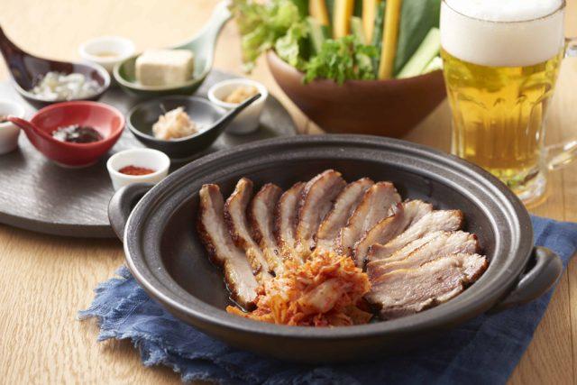 淡路島産の猪と豚を掛け合わせた香り良い「金猪豚」を醤油麹で熟成させ、かたまり肉のままじっくり土鍋で焼き上げた「焙烙焼き」。