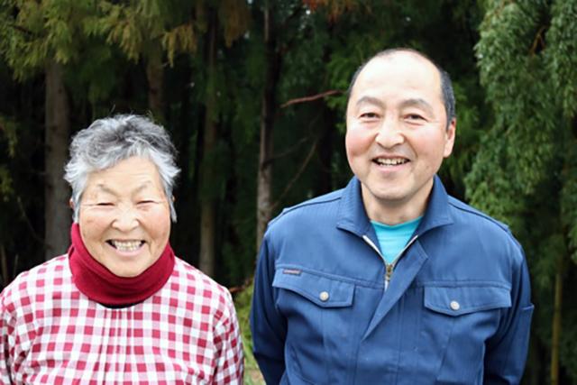 山田喜美子(右)さんと、息子さんの山田武志さん(左)