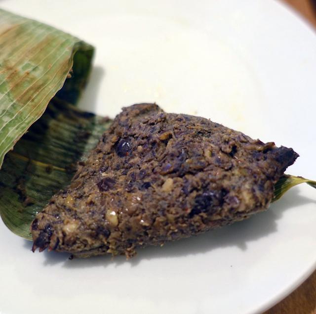トナオ葉っぱ包みはそのまま食べても美味しいですし、ご飯や蒸した野菜や肉にディップのようにして食べます。