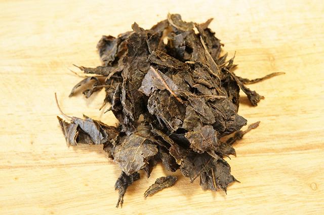 西条市小松町石鎚地区で江戸時代から伝承されてきた石鎚黒茶