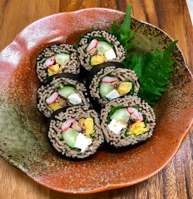 節分に食べるべき3つの開運フード(豆・イワシ・ソバ)が丸ごと入った『発酵恵方巻き』レシピ