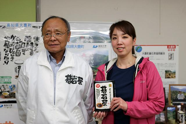 大豊町碁石茶協同組合職員の元久さんと中山さん