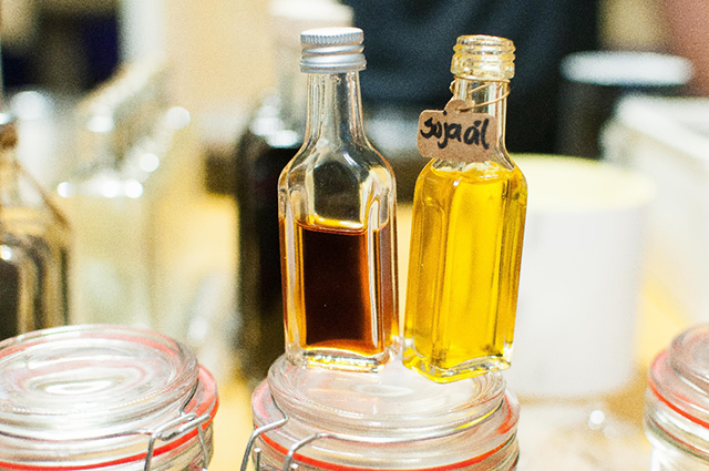 Left: oil extracted from Shoyu. Right: standard soybean oil