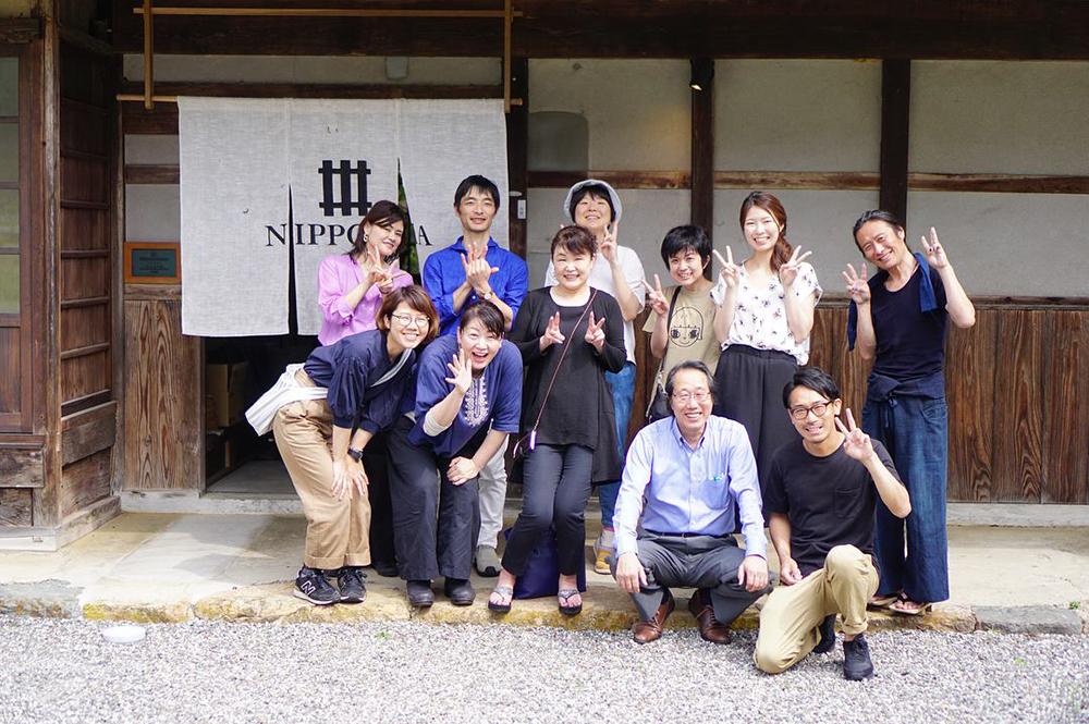 前列右:大徳醤油4代目浄慶拓志さん、前列右から2番目:3代目浄慶耕造さん