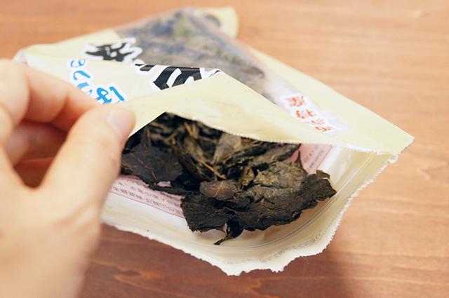袋を開けただけでふんわりと爽やかな酸味のある香りが漂ってくる石鎚黒茶