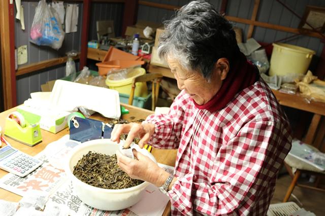 阿波晩茶の製造・販売を行っている山田さん