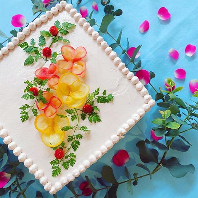 安田さんが作った「サツマイモ薬膳レモンシロップ煮×焼きリンゴのケーキ」