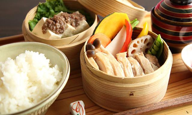 【ランチ】発酵鶏のセイロ蒸し定食 1000円(税込)