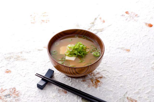 免疫力UPの野菜たっぷりみそ汁_食べるだけで、若くキレイになる方法:haccola 発酵ライフを楽しむ「ハッコラ」