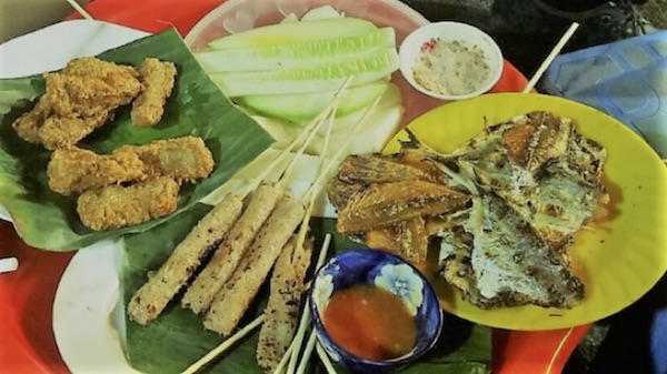 """Grilled """"nem chua"""" is one of the most favorite food to Hanoi people.</h3>"""