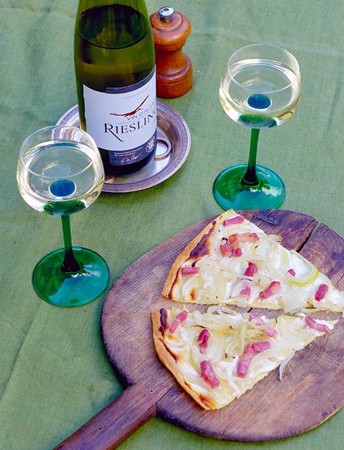 アルザス・ワインと一緒に食べたい、ヨーグルト味のタルト・フランベ